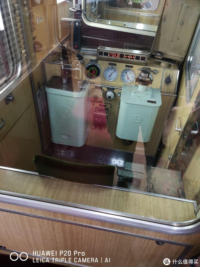 阪急电铁驾驶室,197x制造的底子,翻新使用至今