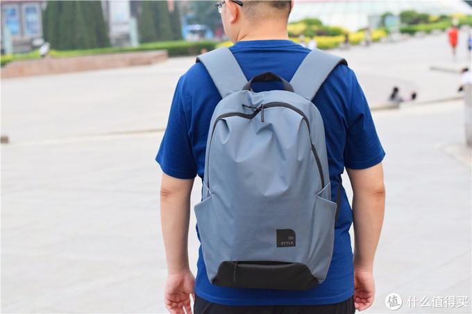 """光头胖出镜篇九:""""包""""治百病,选择这款小米休闲运动双肩包去旅行,追逐自己的诗和远方"""
