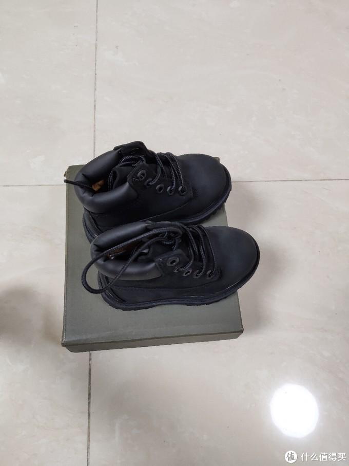 正式把靴子拿出来,咦,怎么觉得那么萌?