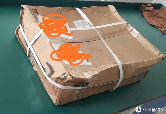 变形的箱子,幸亏里面的箱子没变形。