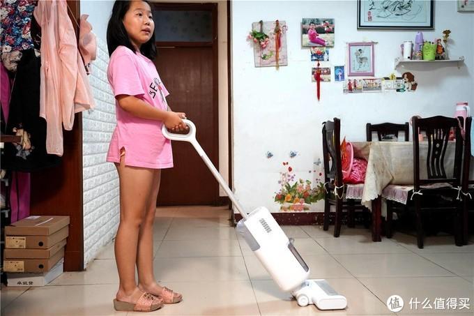 拖地不弯腰,清洁更舒心--洒哇地咔飞狗无线地面清洗机FG2020分享