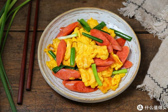 火腿肠别直接吃,加鸡蛋一起炒,香嫩美味倍儿下饭,几分钟就上桌