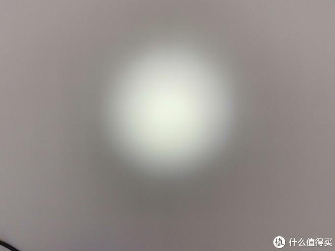 这个是大约一米样子的光斑,可以看到非常均匀,这样均匀的光线适合城市使用