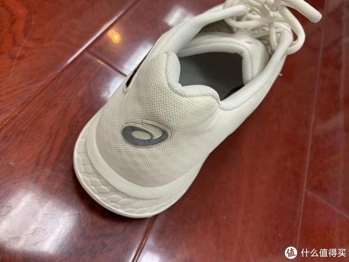 亚瑟士GEL-EXALT4,一款有颜值的入门跑鞋