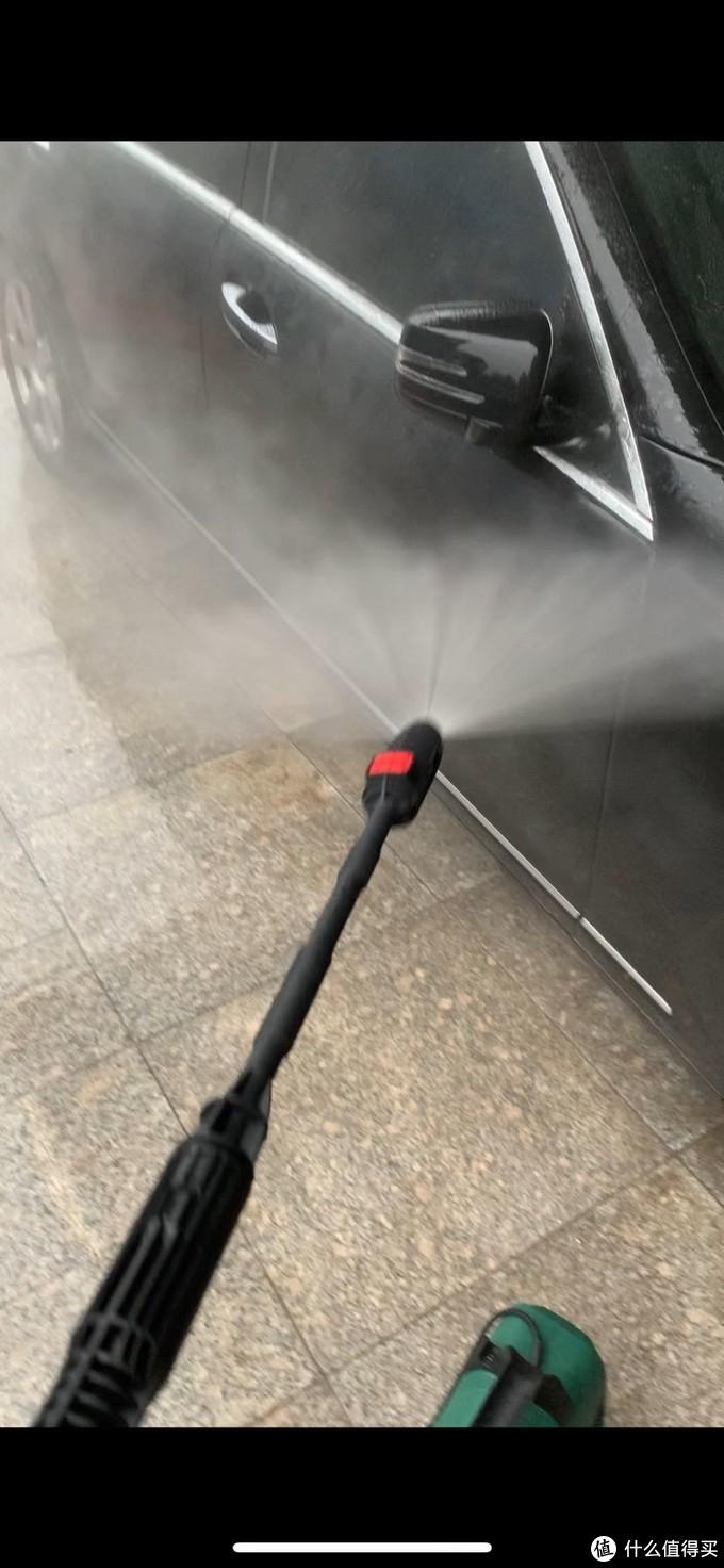 开始!整个洗车期间,虽说很累,但非常治愈,因为水枪出水畅快啊!