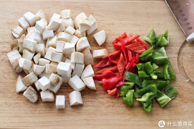 牛肉和杏鲍菇一起炒,鲜嫩爽滑口感极佳,放点这香料味道妙不可言
