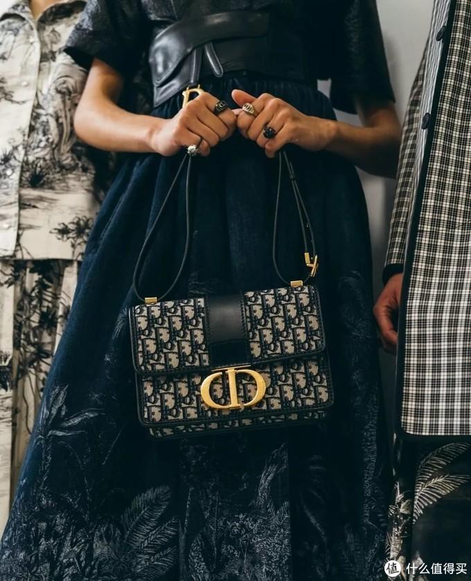 到底要背什么包,才能让自己看起来时髦上天?