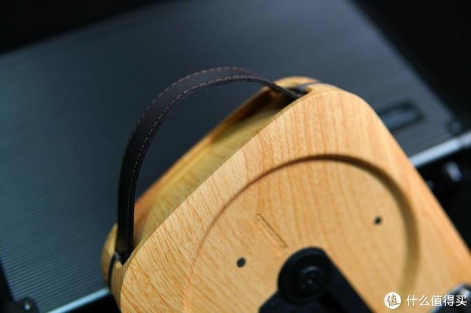 """用巫单曲人生复古壁挂式CD机聆听""""行走的CD"""""""