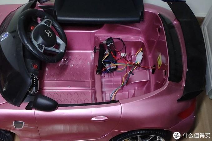 孩子童车是两块6V电瓶,图片中已经被拆下了