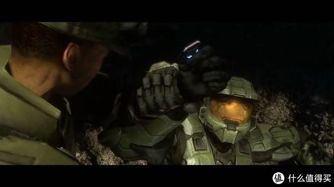 解除锁定后士官长醒了过来,发现约翰逊把Cortana芯片拿走了