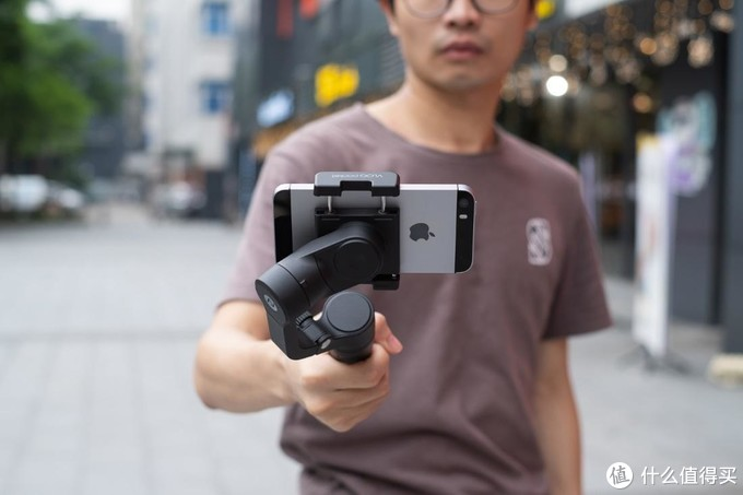 手机拍片老司机必备,三款主流手机稳定器横评