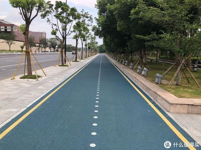 酒店旁的瓯江步行道