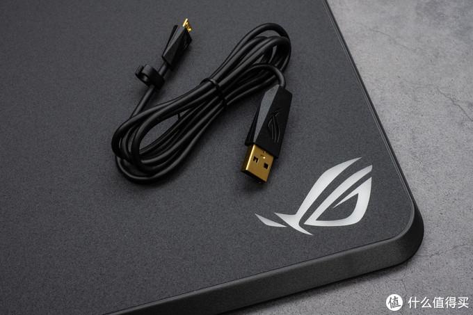 """鼠标的无线充电""""女友"""":ROG Balteus Qi无线充电RGB游戏鼠标垫"""