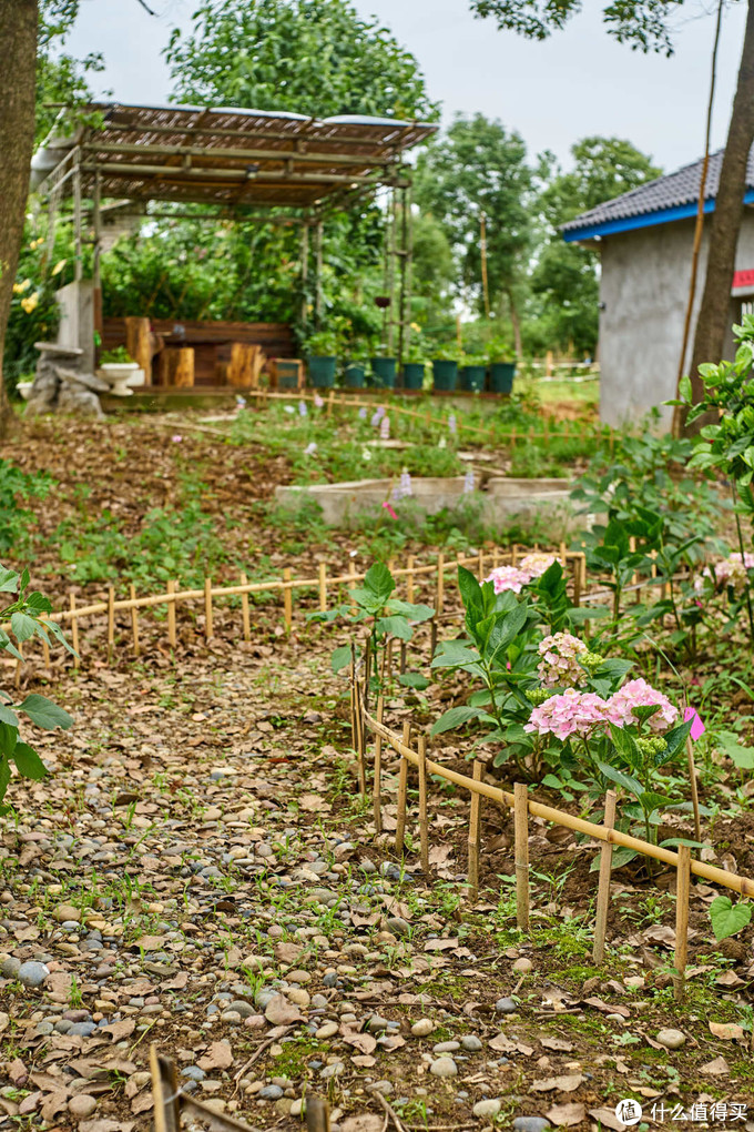 历时一年,利用大量废弃物料,我们在晓韵田园打造了这个闲庭