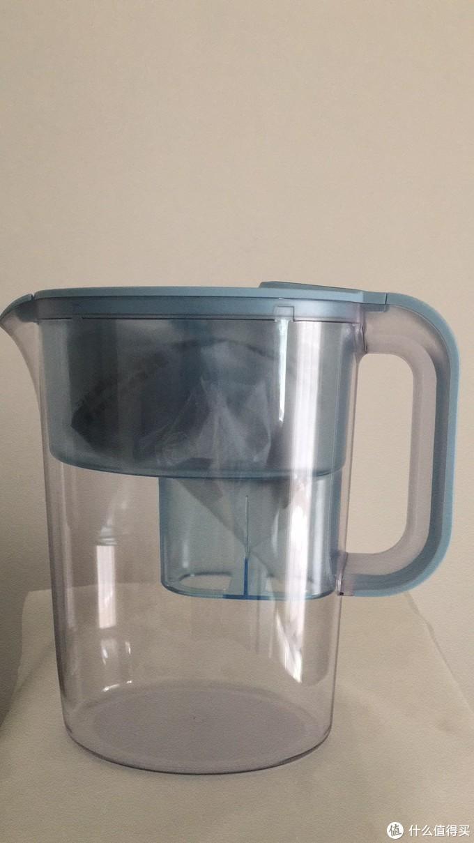 滤水壶本尊,说实话比我以前的莱卡壶版本不管在设计还是材质上,都有提高,把手的设计也更舒适,还是有不小的进化的。