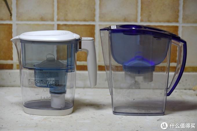 我的另外两台莱卡滤水壶,右边是老款,在进水和把手设计上都要别扭一些,而这次的西西里系列还是遵从了新版如高端EP117A直饮壶的设计,更加圆润,握持感也更好。