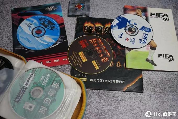 为了便于存放这些正版CD之后都被我去盒精简存放了,但有些及其经典的,还是原盒保存。