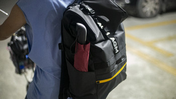AGM黑盾双肩包使用感受(面料 防水 容量)