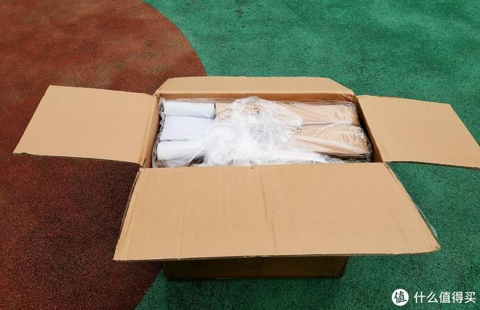 打开箱子,看包裹的很严实,摆放也很整齐,拍完照我是没摆回去