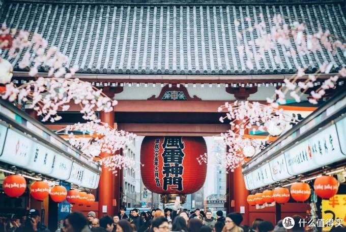 """东京的浅草寺是游客""""打卡""""聚集地"""