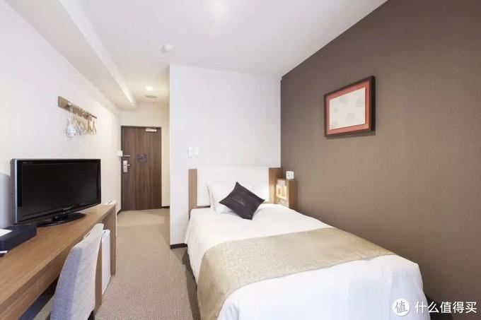 一个典型的东京三星经济型酒店的房间,面积在11平米左右