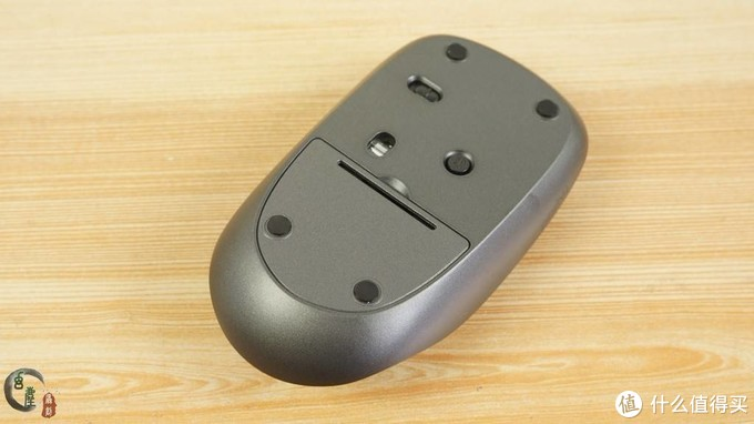 体验不一样的手感,雷柏M200 Plus静音布艺无线鼠标,它的外壳真的用了布