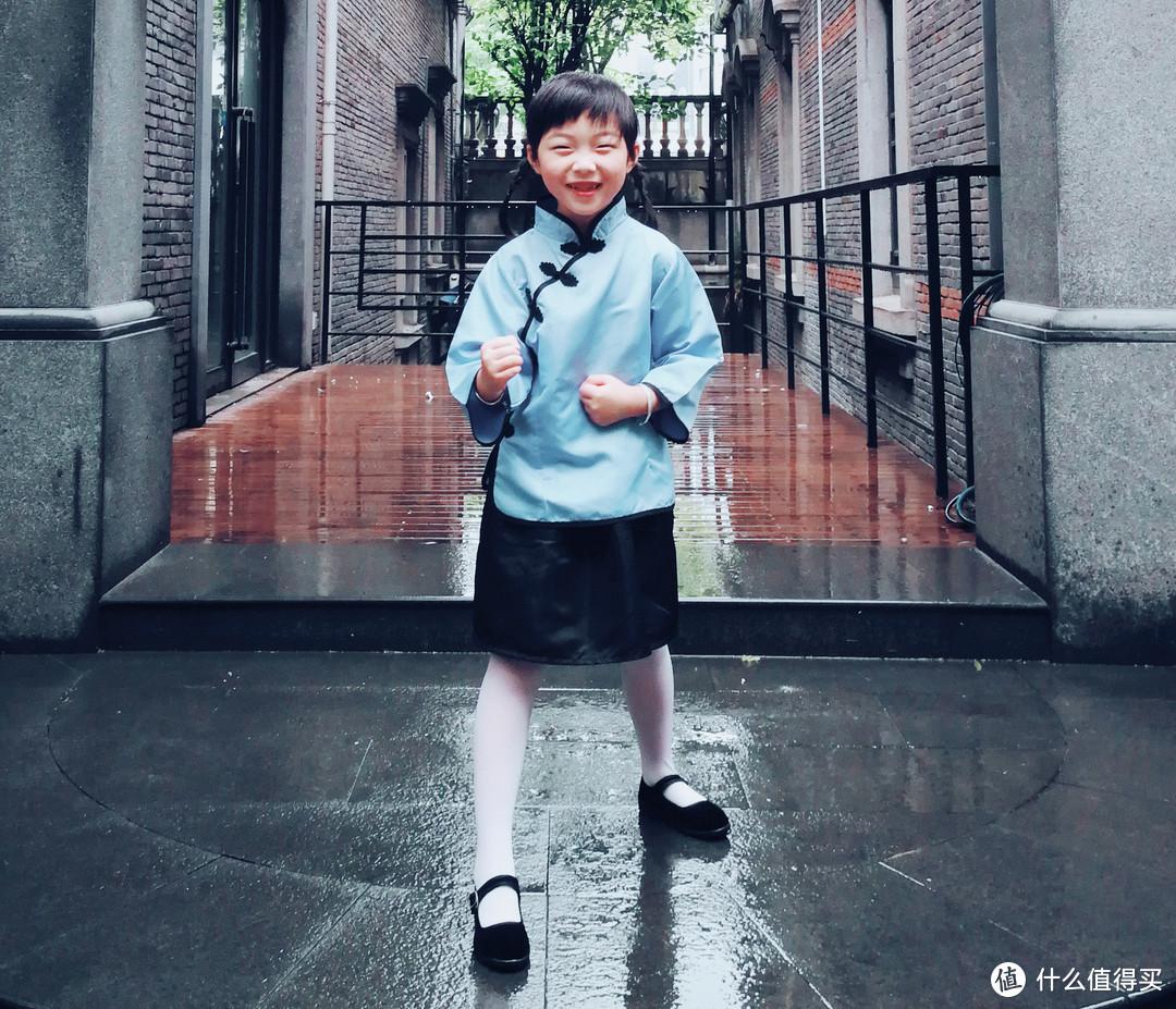 小怡怡说打一个跆拳道拍照~