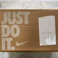 耐克TRAVIS SCOTT X AIR JORDA运动鞋袜外观展示(皮质|低帮|鞋底|鞋头)