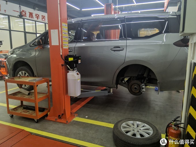 内置款必须卸轮子,一开始有点担心,以前路边店卸轮子把我轮毂弄花过
