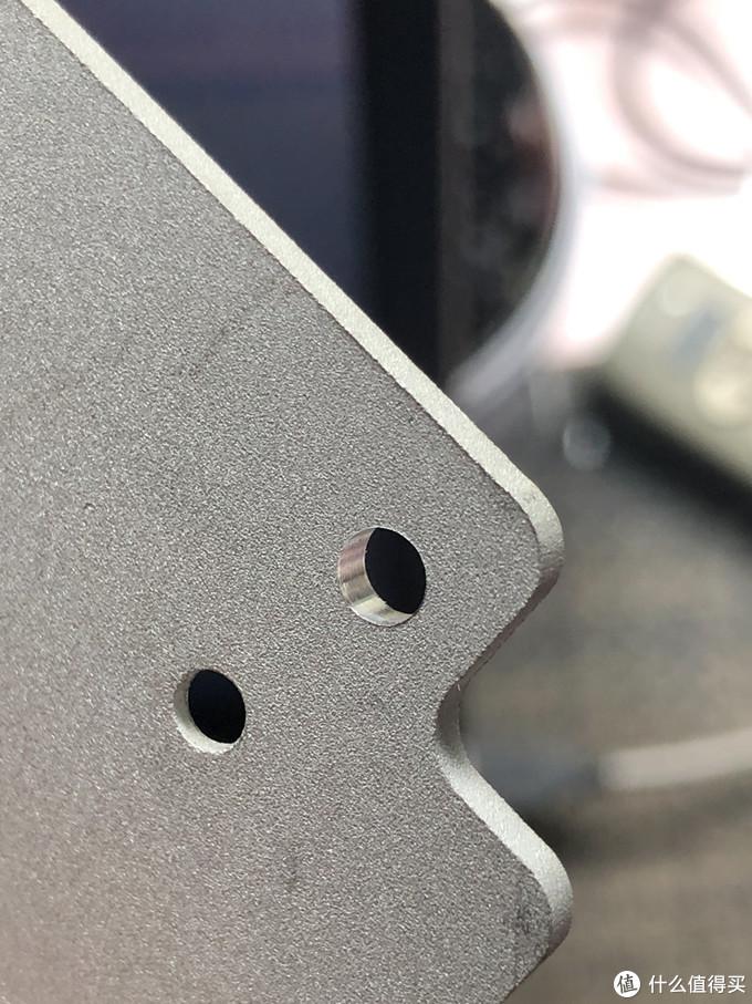 在电源模块上面打孔安装功率板,这孔挺光洁,主轴的同心度比手电钻好多了
