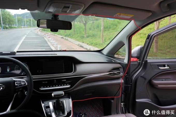 行车记录仪很容易安装,就是隐藏线需要花点心思