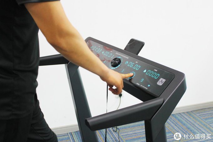 在弹簧上跑步是怎样一种体验?也许小米生态链小金悬空减震跑步机可以告诉你!