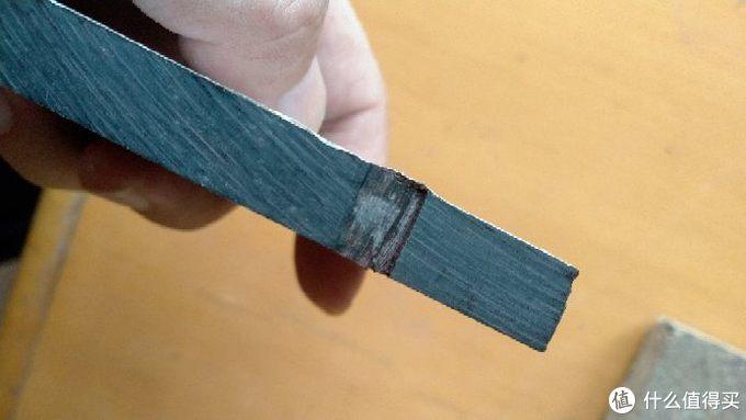 质地相当致密,入锯角度太小的话,很可能无法开出锯路的