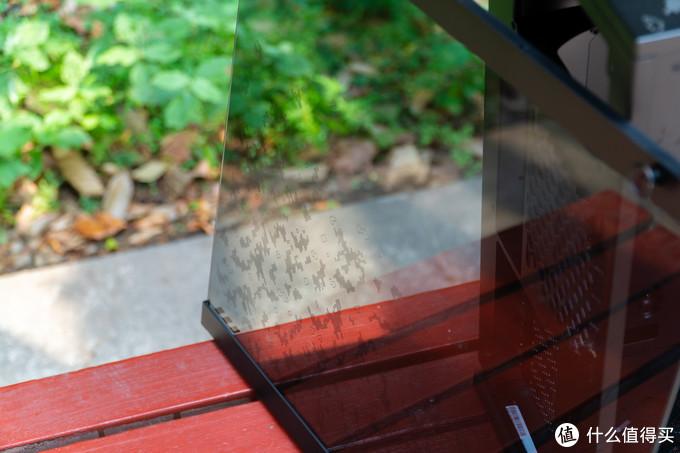 在侧板玻璃上也有TUF Gaming的涂装
