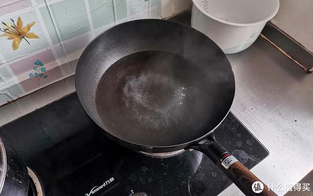 铁锅无涂层更健康,精铁中华炒锅炒菜美味又好用