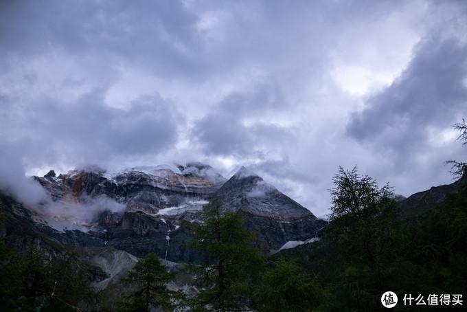 仙乃日山脚观景台,似要下雨的样子
