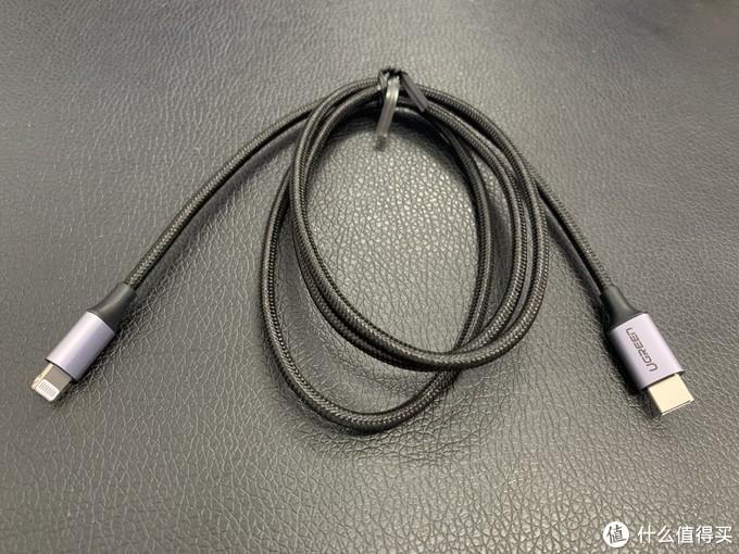 长度是1m,并没有附送和Anker一样的束带