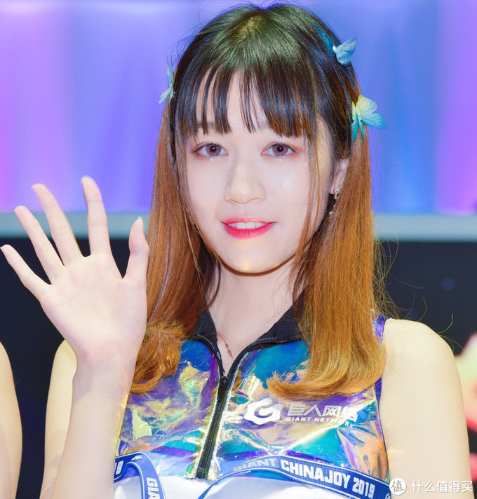 照片一键美颜,自己做修图师:美图秀秀让Chinajoy小姐姐变得更漂亮