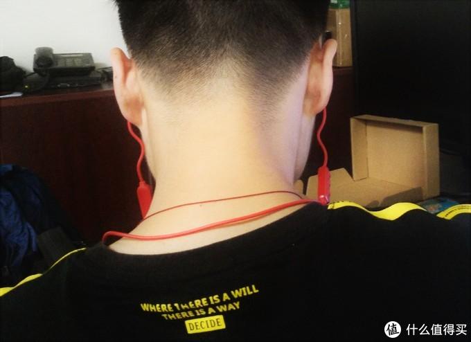 够用党的运动装备:漫步者W200BT运动蓝牙耳机骚红色开箱