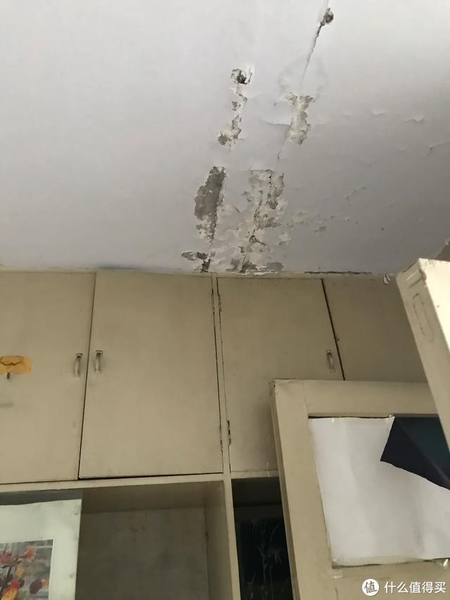 天花板受潮脱落
