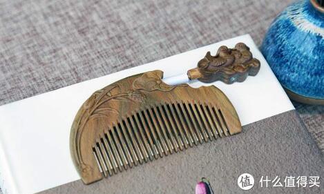 一把木梳滑过青丝,美得就像旧时光里的美人