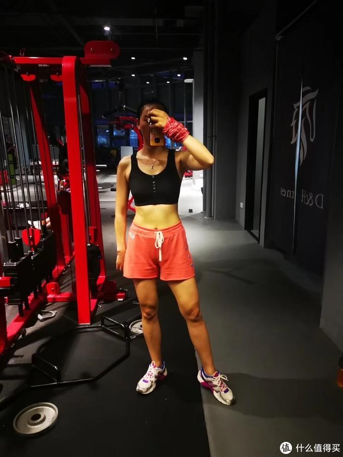方便穿脱又舒适——Nike AT4295 中等强度运动内衣体验