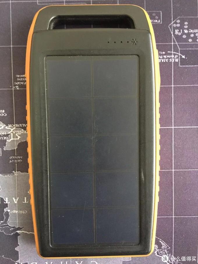 移动电源正面太阳能板