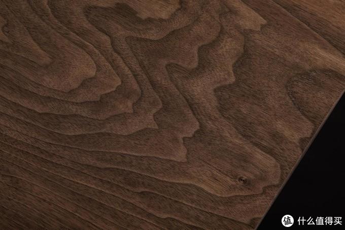 大山纹与右下角的鸟啄痕,黑胡桃桌面