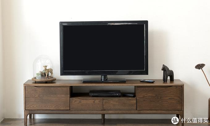 红橡木制作的黑胡桃色家具,颜色、纹理、肌理与黑胡桃木均有差别