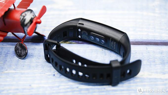 荣耀手环5全面评测:新增血氧饱和度检测功能,为健康保驾护航