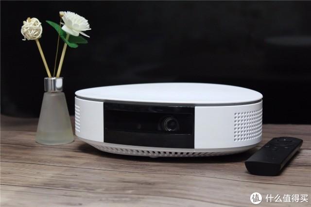 新房装修or小户型选择设备,一台智能投影享受便携大屏,做软件的公司带来硬件新品