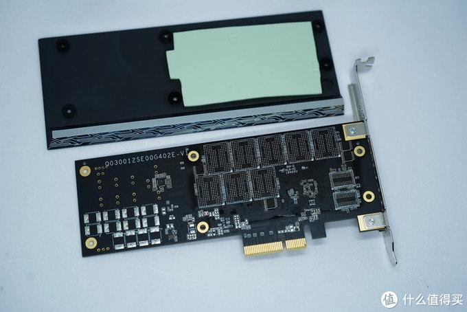 【测评】技嘉 AORUS 1T PCI-E  RGB炫彩背光固态硬盘