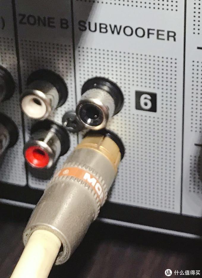 低音炮信号输出接口