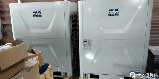 2台巨大的空调外机